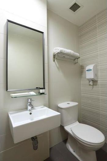 Value Hotel Thomson Singapore - Triple Room Regular Plan