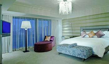 Hilton Singapore - Suite, 1 King Bed Regular Plan
