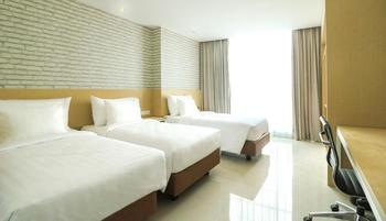 PALM PARK Hotel Surabaya Surabaya - Deluxe Triple Room Regular Plan