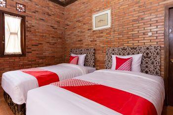 OYO 1558 Villa Mak Cik Yogyakarta - Deluxe Twin Room Regular Plan