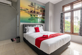 RedDoorz @ Jemursari Surabaya 2 Surabaya - RedDoorz Room Regular Plan