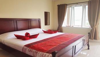 Zoe's Paradise Waterfront Hotel Danau Toba - Comfort Plus Room Regular Plan