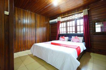 OYO 1254 Golden Lake Resort Manado - Deluxe Double Room Regular Plan