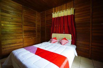 OYO 1254 Golden Lake Resort Manado - Standard Family Room Regular Plan