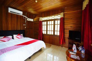 OYO 1254 Golden Lake Resort Manado - Suite Triple Regular Plan
