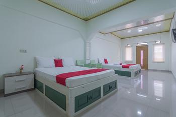 RedDoorz Resort Syariah @ Batu Apung Purwakarta Purwakarta - RedDoorz Family Room LM 5%