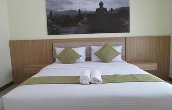 Pesona Jogja Homestay Yogyakarta - Superior Room ( Shared Bathroom ) Regular Plan