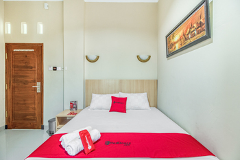 RedDoorz near Jogja National Museum Yogyakarta - RedDoorz Room with Breakfast Regular Plan