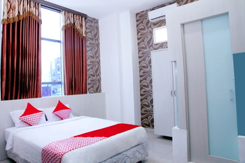OYO 861 R Four Hotel Palu - Deluxe Double Room Regular Plan