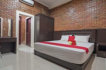 RedDoorz Plus near Cambridge City Square 2 Medan - RedDoorz Suite Room Basic Deal