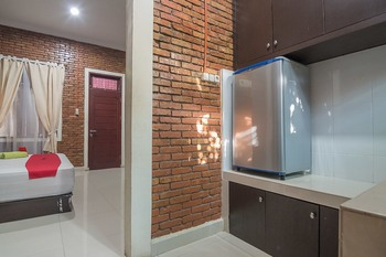 RedDoorz Plus near Cambridge City Square 2 Medan - RedDoorz Premium Room Regular Plan