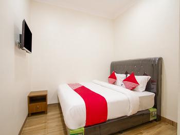 OYO 3316 Adam Malik Guesthouse Medan - Deluxe Double Room Regular Plan