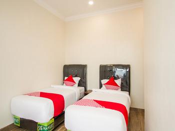 OYO 3316 Adam Malik Guesthouse Medan - Deluxe Twin Room Regular Plan
