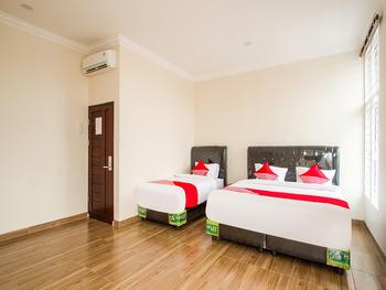 OYO 3316 Adam Malik Guesthouse Medan - Suite Triple Regular Plan