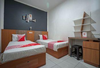 OYO 1266 Green Palm Kostel Syariah Lubuklinggau - Standard Twin Room Regular Plan