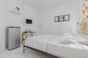 Alona Hotel Tangerang - Double Room Regular Plan