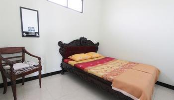 Ndalem Mantrijeron Hotel Yogyakarta - Minimalis Room - Termasuk Sarapan Regular Plan