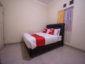 OYO 1798 Hotel 37 Syariah Jakarta - Standard Double Room Regular Plan