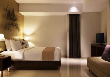 Hotel Santika Premiere Bekasi - Premiere Suite Room King Promotion 2020 Regular Plan