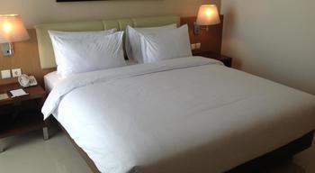 Hotel Santika Premiere Bekasi - Deluxe Room King Offer Last Minute Deal