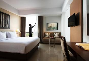 Hotel Santika Premiere Bekasi - Deluxe Room King Pool View Promotion 2020 Regular Plan