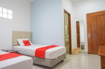 Residences by RedDoorz Syariah @ Buah Batu Bandung - RedDoorz Twin Room Long Stay