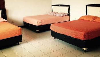 TakeMeHome Guest House Bandung - Family Room - 6 Orang Dengan Sarapan Regular Plan