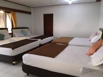 TakeMeHome Guest House Bandung - Family Room - 8 Orang Dengan Sarapan Regular Plan