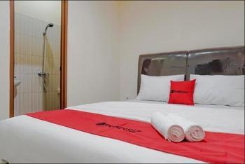 RedDoorz near Roxy Mall Jakarta Jakarta - RedDoorz Room 24 Hours Deal