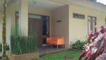 Arra Lembah Pinus Hotel Ciloto - Bungalow 2 Room Only Deal of the Day 65%