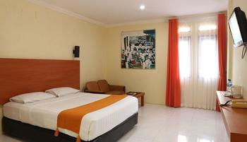 Arra Lembah Pinus Hotel Ciloto - Standard 1 Room Only Deal of the Day 65%