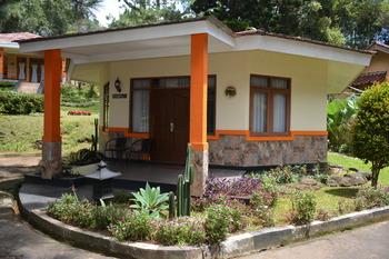 Arra Lembah Pinus Hotel Ciloto Puncak - Bungalow 2 Room Only Regular Plan