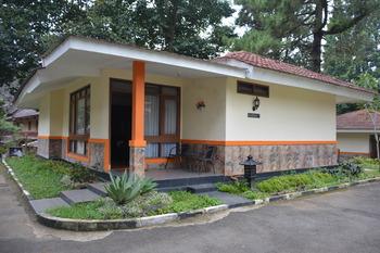 Arra Lembah Pinus Hotel Ciloto Puncak - Bungalow 3 Room Only Regular Plan