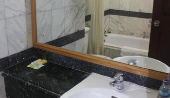 Hotel Yasmin Jayapura Jayapura - Deluxe Room Save 5%
