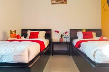 RedDoorz near RSUD Kota Luwuk Banggai - RedDoorz Twin Room Today's Deals