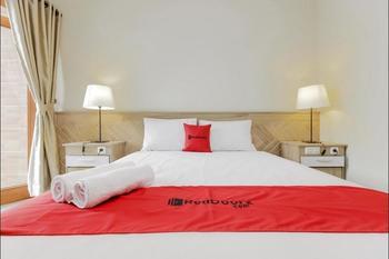 RedDoorz Premium near Ragunan Zoo 2 Jakarta - RedDoorz Premium Twin Room with Breakfast KETUPAT