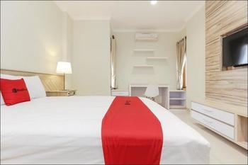 RedDoorz Premium near Ragunan Zoo 2 Jakarta - RedDoorz Suite Room with Breakfast After Hours