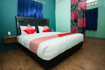 OYO 1052 Sentosa Jaya Guest House Syariah Medan - Deluxe Double Room Regular Plan