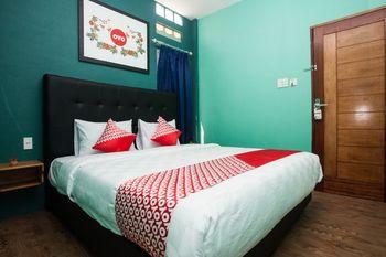 OYO 1052 Sentosa Jaya Guest House Syariah Medan - Standard Double Room Regular Plan