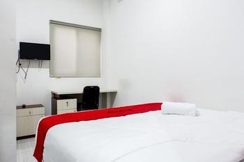 RedDoorz near Ahmad Yani Airport 2 Semarang - RedDoorz Room Regular Plan