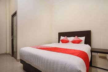 OYO 1626 Alena Residence Near RS Ludira Husada Tama Yogyakarta - Deluxe Double Room Regular Plan