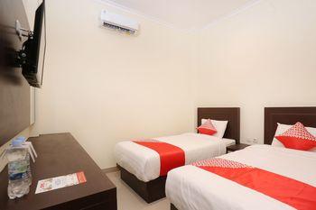 OYO 1626 Alena Residence Near RS Ludira Husada Tama Jogja - Deluxe Twin Room Promotion