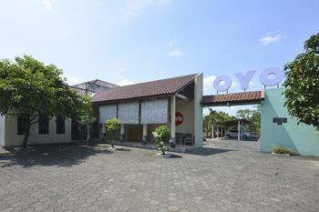 OYO 810 Idola Residence