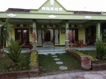 Renaya Ndalem Guesthouse