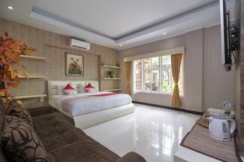 OYO 523 Dedy Beach Inn Bali - Deluxe Double Room Regular Plan