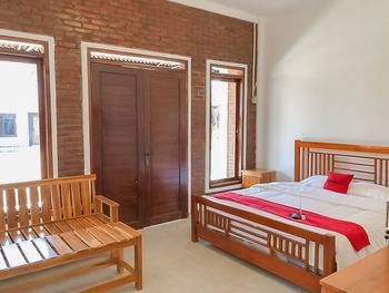 RedDoorz Resort near Darajat Garut Garut - RedDoorz Room Best Deal