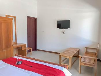 RedDoorz Resort near Darajat Garut Garut - RedDoorz Deluxe Room Best Deal