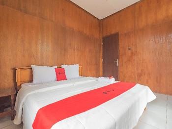 RedDoorz near Little Venice Cipanas Bogor - RedDoorz Room Basic Deal