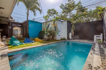 RedDoorz Hostel near Berawa Beach