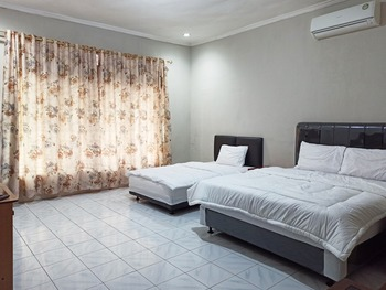 OYO 3761 Djayatama Guest House Syariah Bandar Lampung - Deluxe Family Room Promotion